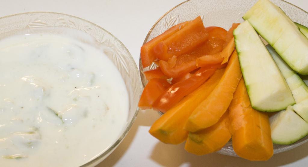 """<a href=""""/rezepte/avocado-dip-mit-gem%C3%BCsesticks"""">Avocado-Dip mit Gemüsesticks</a>"""